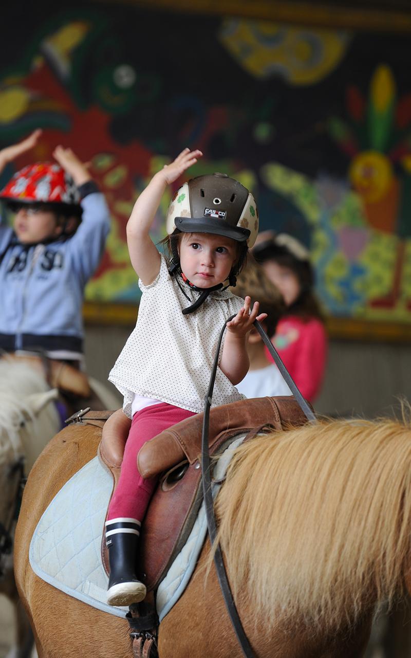 bébé cavalier poney